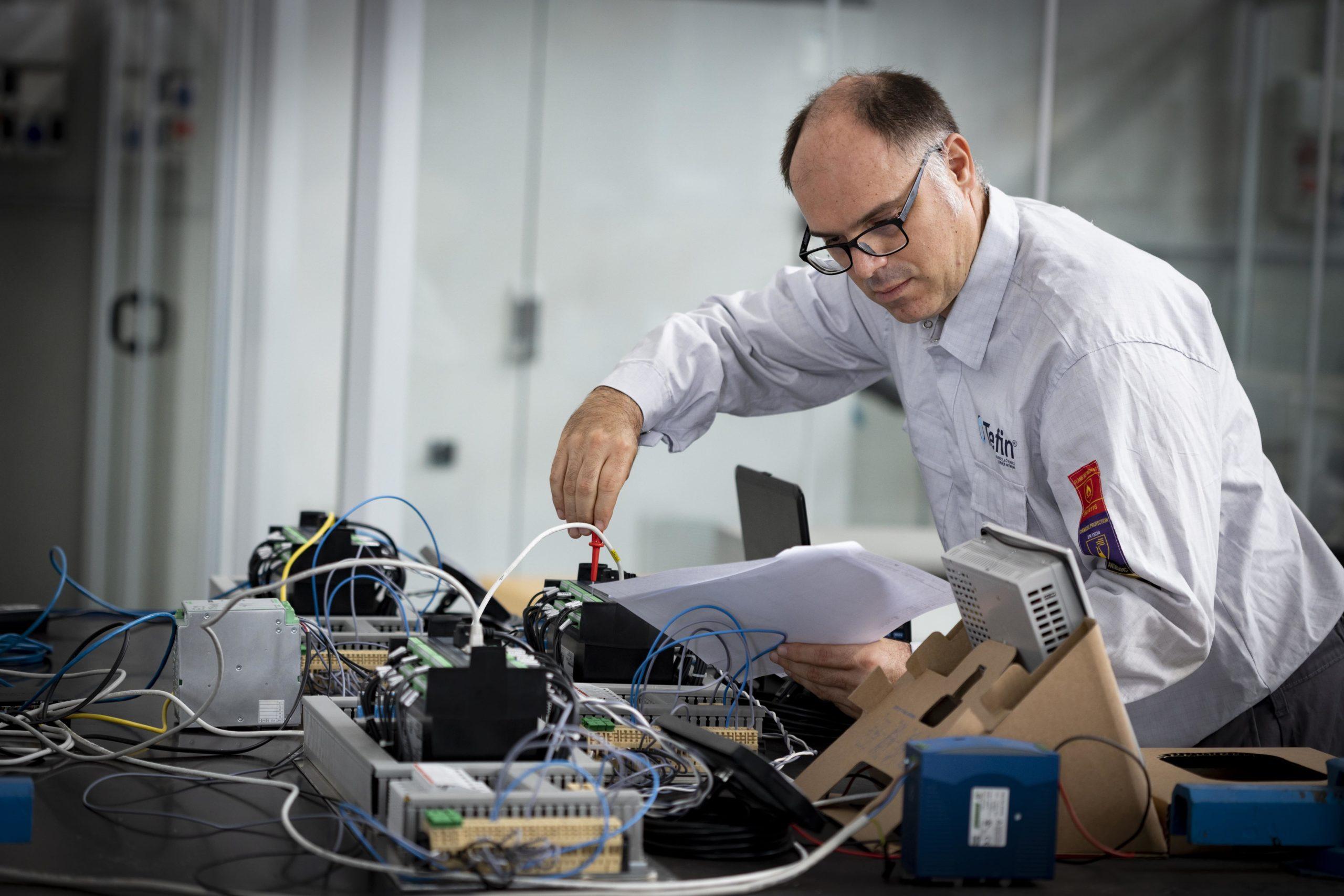 """La nostra divisione R&D ha sviluppato il """"Power Management System"""" per la Laziomar M/V Tetide, sostituendo il vecchio sistema esistente a bordo…con il nostro."""